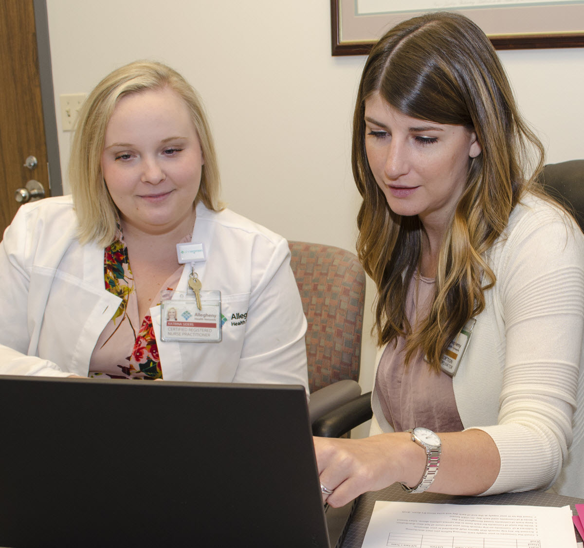 Katrina Siders and Ashley Schultz sharing a computer screen as part of their work with the Perinatal Hope Program